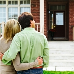 Five Reasons to Leave When Someone is Viewing Your Home